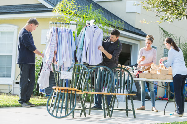 garage-sale-pricing-2021-guide-with-clothing