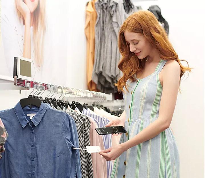 how-does-kohls-cash-work-girl-shopping